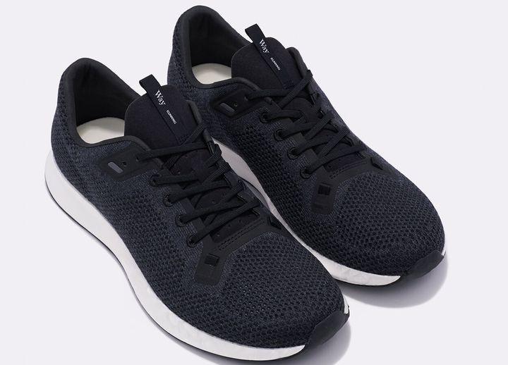 Le soulier peut aussi être en noir avec la semelle blanche ou grise.