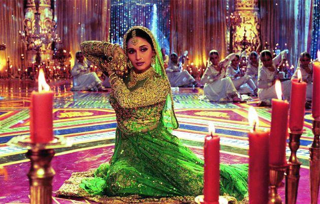 É claro que os musicais indianos de Bollywood não poderiam ficar de