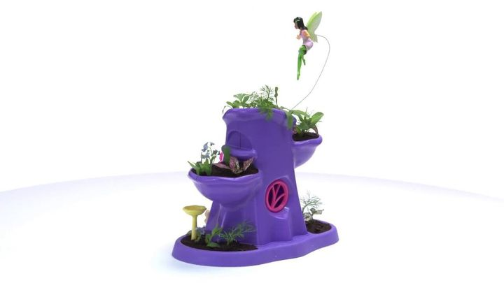 This play set comes with real seeds and soil that kids can plant.