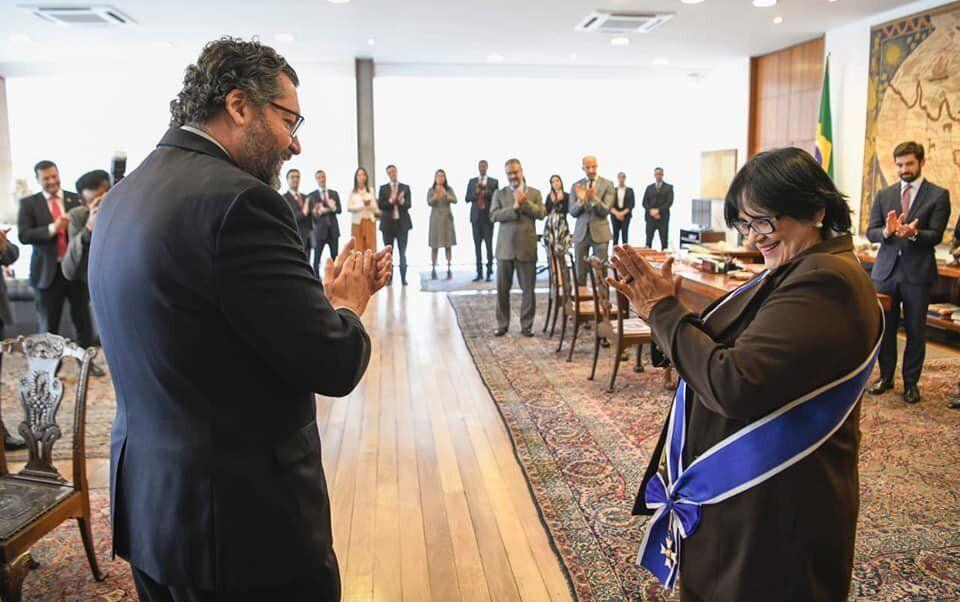 Em um alinhamento com o ministro das Relações Exteriores, Ernesto Araújo, Damares...