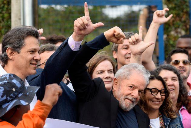 Lula è libero. L'ex presidente del Brasile è uscito dal