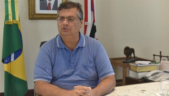 Flávio Dino critica governo 'atrapalhado' e 'bélico' de Bolsonaro e compara Lula a