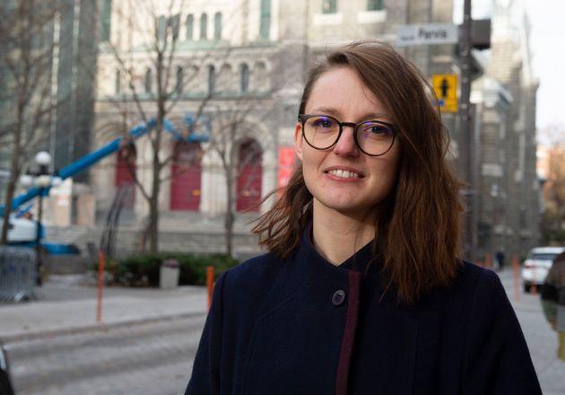 Émilie Dubois pose devant son bureau le vendredi 8 novembre 2019, à