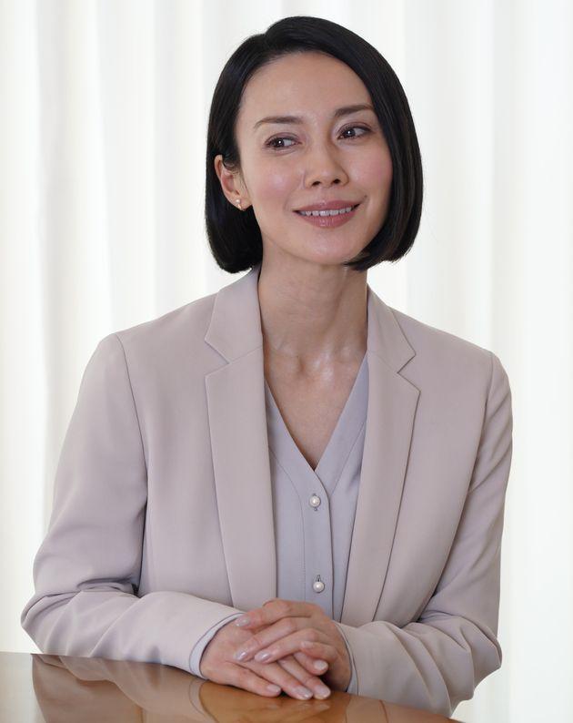 中谷美紀さんが主演を務めるドラマ『ハル〜総合商社の女〜』は、本作のプロデューサーである栗原美和子さんの実体験に基づいている