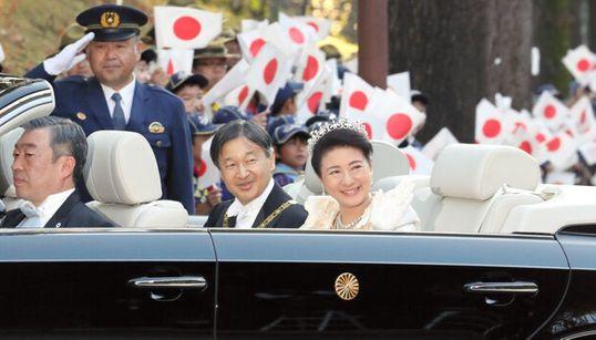 「令和の始まり実感」祝賀御列の儀に数千人の観客。笑顔の両陛下に歓声