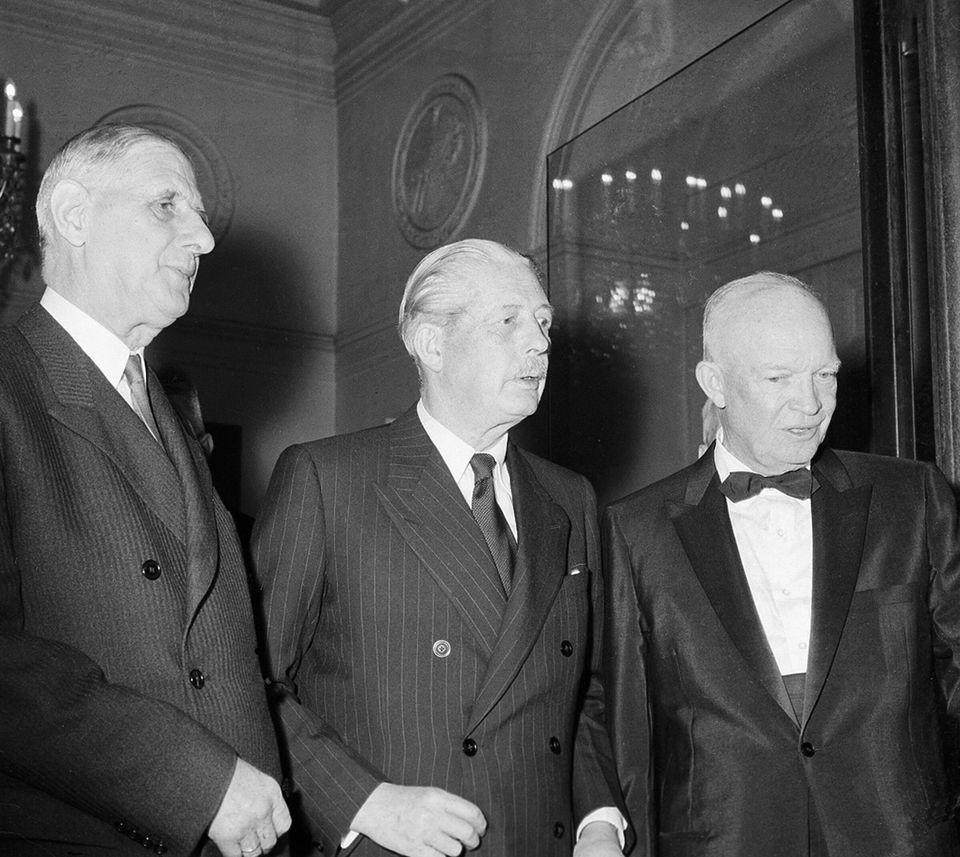 17 Μαΐου 1960 - Ο ντε Γκώλ (αριστερά)...