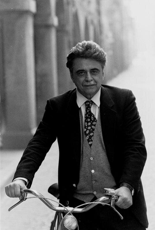03/03/1992 ACHILLE OCCHETTO IN BICICLETTA A CASTEL S. PIETRO ARCHIVIO STORICO