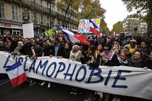 Plus de 10.000 personnes ont manifesté dans les rues de Paris contre l'islamophobie le 10 novembre