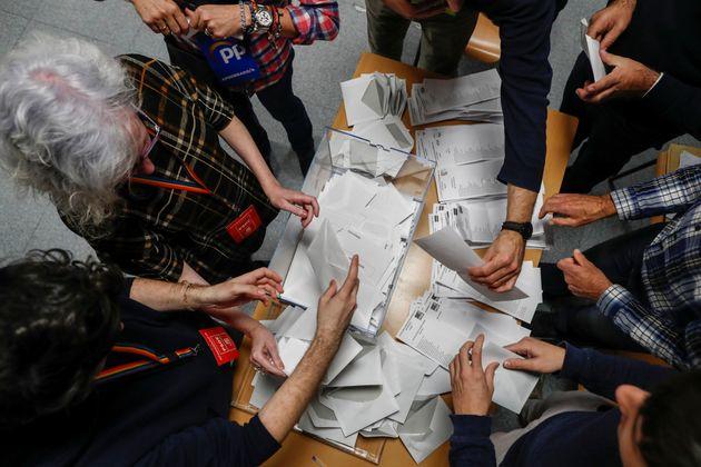 Ισπανία-Εκλογές: Νίκη χωρίς αυτοδυναμία οι σοσιαλιστές, διπλασίασε τις έδρες της η