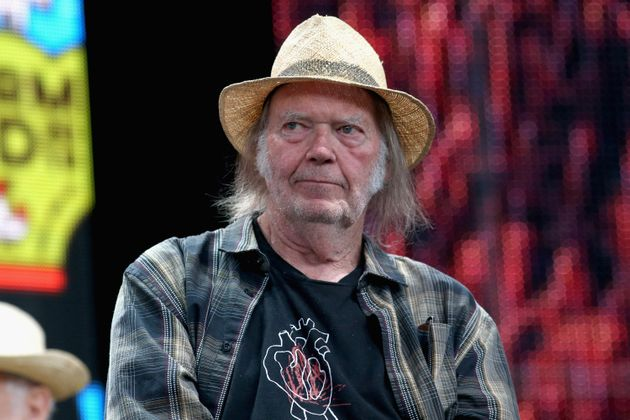 Neil Young assiste à une conférence de presse pour Farm Aid 34 au Alpine Valley Music Theatre,...