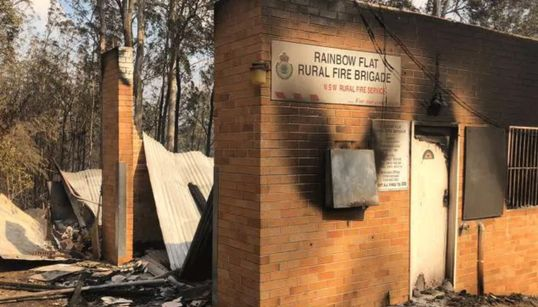 Devastating NSW Bushfires Photo Reveals Firefighters' 'Bravery And