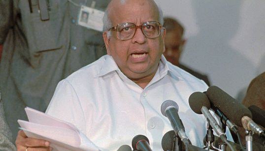 TN Seshan, The Trailblazing Election Commissioner Who Led India's Electoral Reforms, Dies At