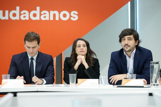 De izquierda a derecha, Albert Rivera, Inés Arrimadas y Toni Roldán en una reunión de la ejecutiva de