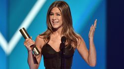Jennifer Aniston Pays Tribute To Friends In Heartfelt But Hilarious Awards Show