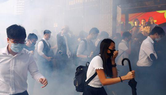 '실탄에 맞아 중태' 분노한 홍콩이 '준전시 상태'로 치닫고 있다(18장의