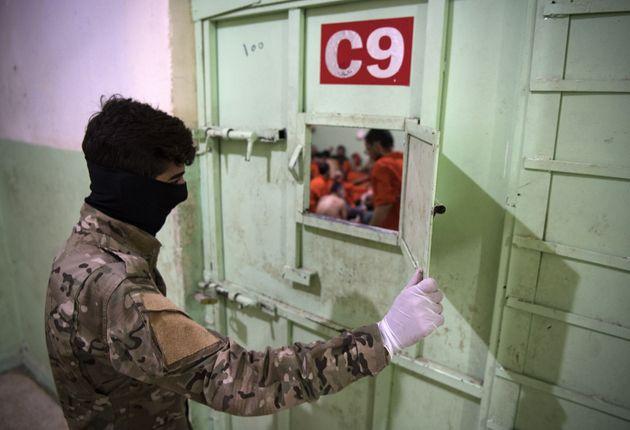 Η Τουρκία κάνει πράξη την απειλή της: Ξεκίνησε τις απελάσεις