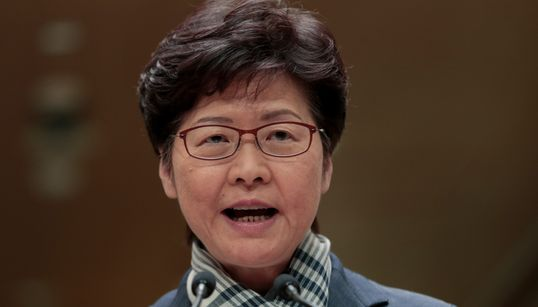 강경진압 옹호한 캐리 람 홍콩 장관은 총에 맞은 청년은 언급하지