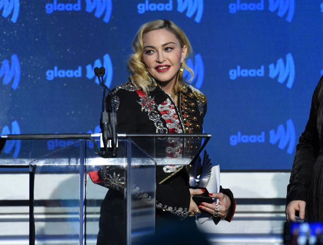 Madonna, ici le 4 mai à NYC, répond à un fan qui l'attaque en justice à cause...