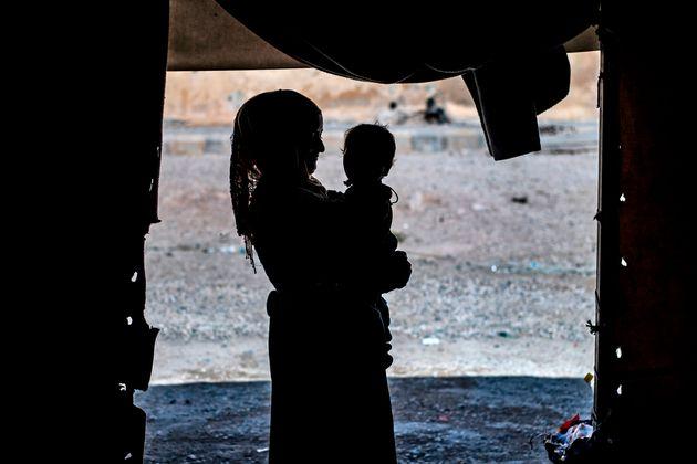 Dans les zones contrôlées par les troupes kurdes en Syrie, les familles de combattants de...
