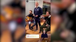 Gianluca Vialli in Nazionale canta Lucio Battisti (e non se la cava affatto