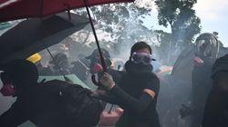 A Hong Kong gas lacrimogeni sui manifestanti. La polizia avverte: