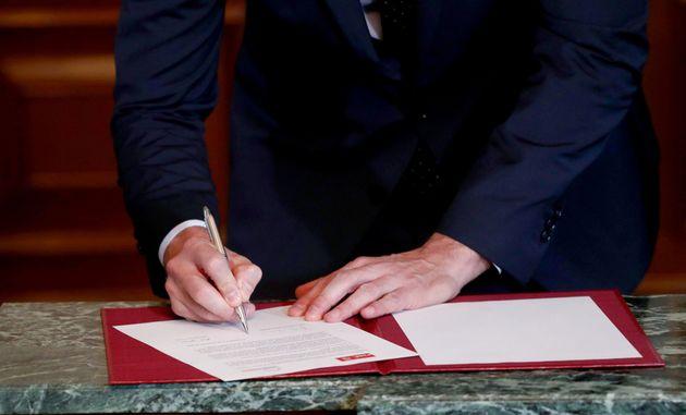 Sánchez firma el preacuerdo con Unidas