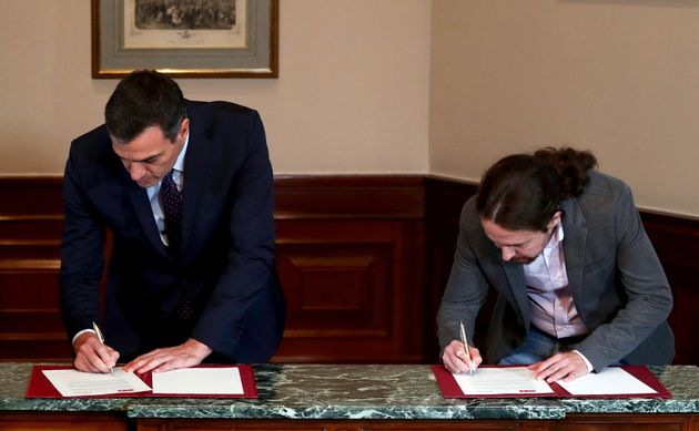 Sánchez e Iglesias firman el