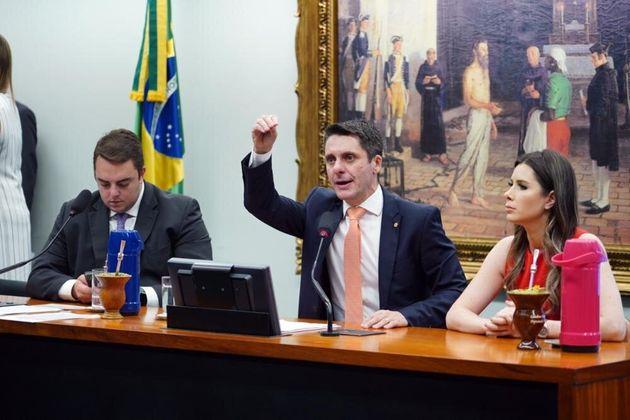 """CCJ da Câmara tenta votar PEC que altera artigo 5º da Constituição para """"ninguém..."""