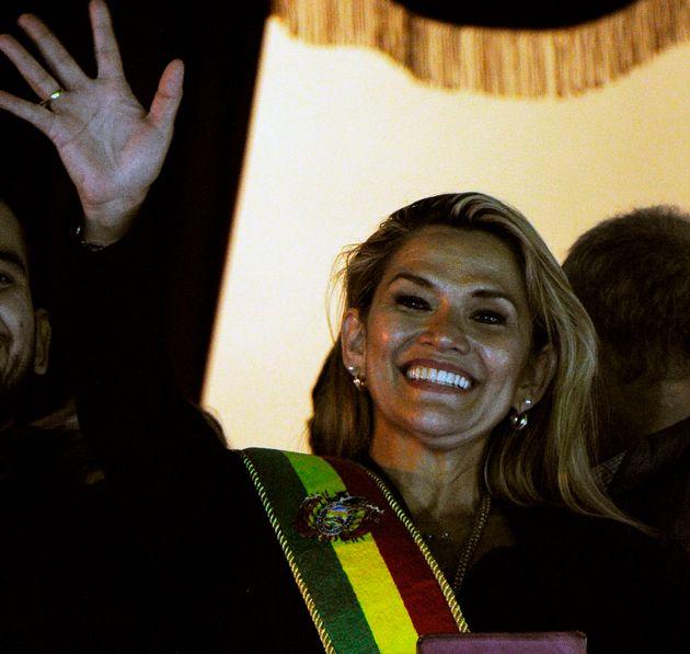 Η Τζενίνε Ανιές, γερουσιαστής της Δεξιάς αυτοανακηρύχθηκε πρόεδρος της