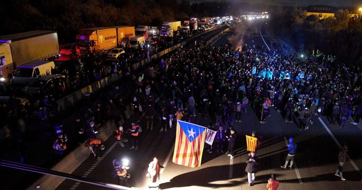 Tsunami Democràtic da por concluida la protesta aunque centenares de vehículos siguen atrapados en la AP-7 en Girona