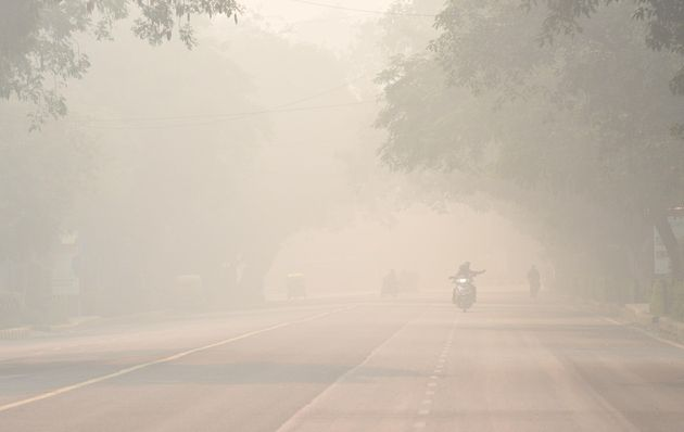 Smog and pollution on Bhagwan Dass road near Mandi House during the morning on November 12, 2019 in New