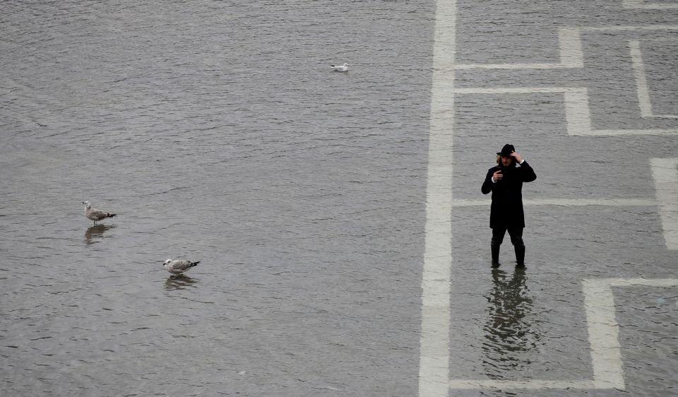 베네치아가 53년 만에 가장 높은 조수 수위로 물에 잠겼다