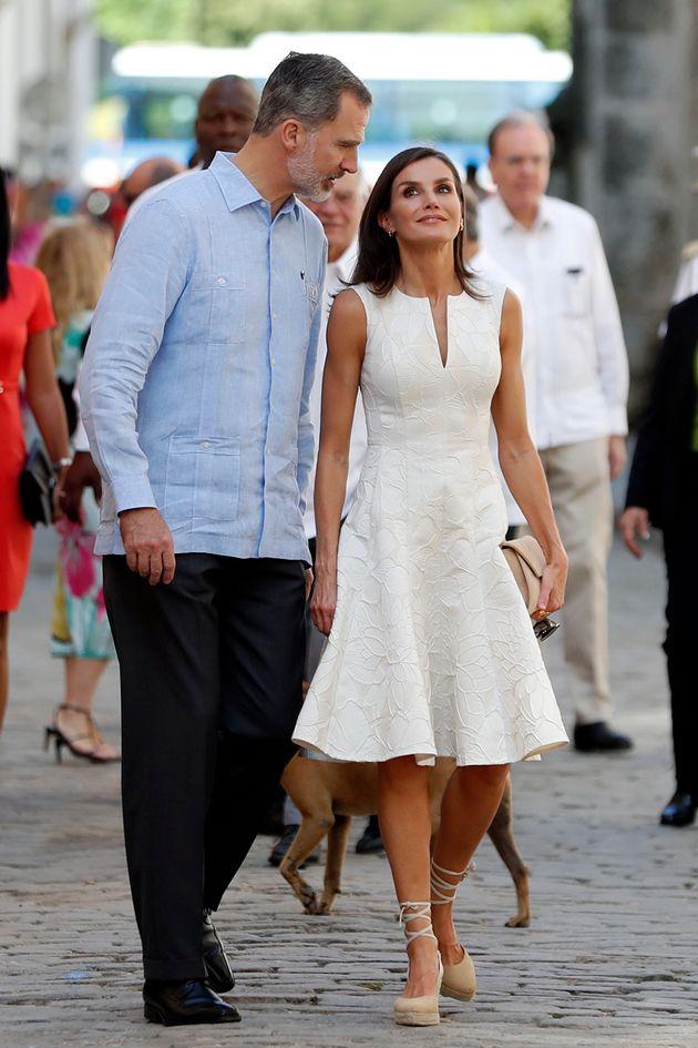 Los reyes Felipe y Letizia paseando por La Habana