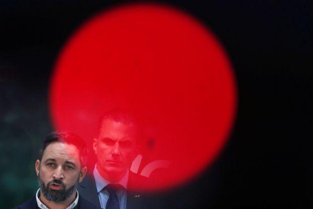 Santiago Abascal, líder de Vox, atiende a un grupo de medios no vetados, el pasado 11 de noviembre,...