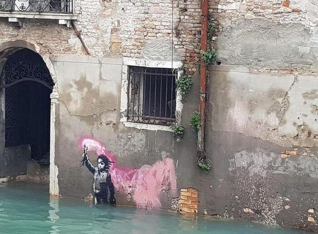 Il bambino naufrago di Banksy travolto dall