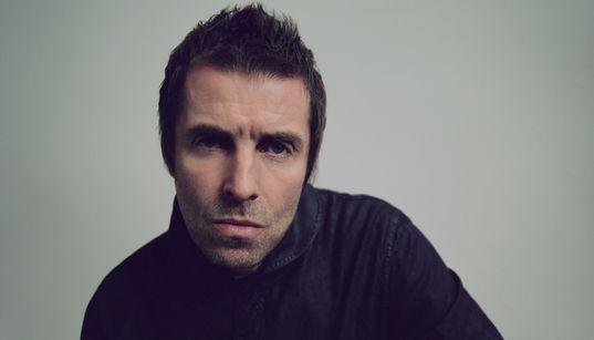 'Acho que estou atolado nos anos 1990', diz Liam Gallagher ao promover novo