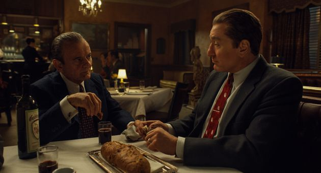 Joe Pesci e Robert De Niro comoRussell Bufalino eFrank Sheeran em cena de