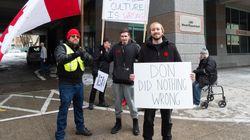 Des partisans de Cherry protestent devant les quartiers généraux de