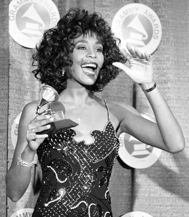 Melhor amiga de Whitney Houston fala abertamente sobre bissexualidade da