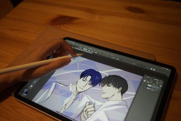 キムさんはふだんも趣味で絵をよく描いている