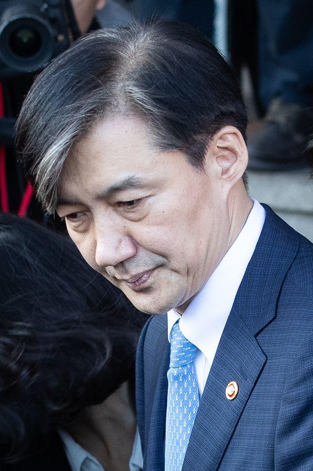 조국 전 법무부 장관이 지난 10월 14일 오후 경기도 과천시 정부과천청사를 나서는