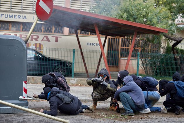 Grupos independentistas vuelven a cortar algunos accesos de