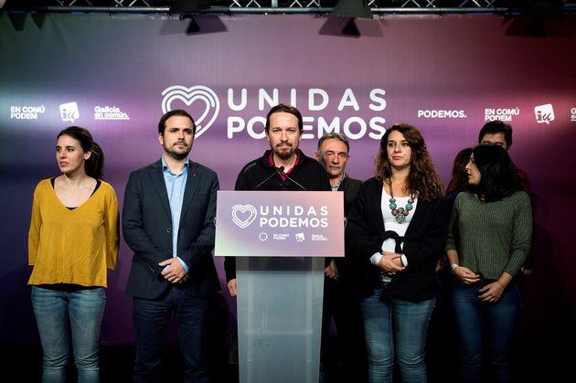 El secretario general de Unidas Podemos, Pablo Iglesias, comparece ante los medios de comunicación rodeado...