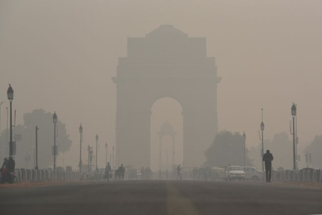 A view of the India Gate engulfed in heavy smog due to rise in pollution on November 13, 2019 in New...