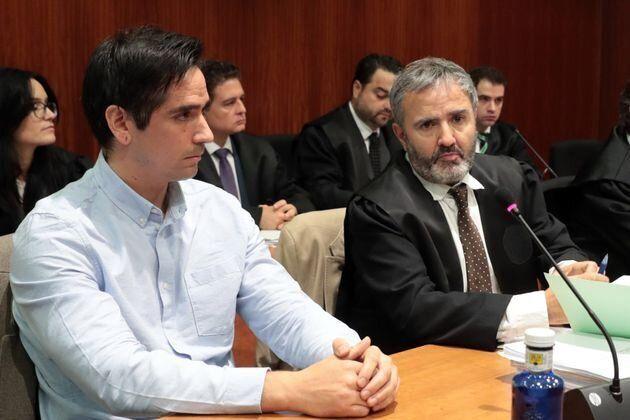 Rodrigo Lanza (i), presunto responsable del asesinato de Víctor Laínez, de 54 años, por llevar unos tirantes...