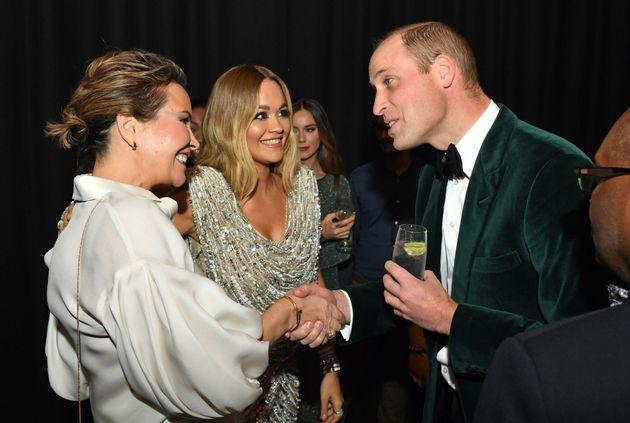 Οταν ο πρίγκιπας Γουίλιαμ συνάντησε την Ρίτα Όρα: Το φιλί και τα βλέμματα που