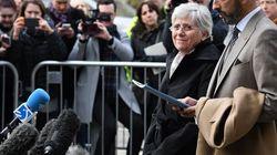 La exconsejera catalana Clara Ponsatí se entrega en una comisaría de