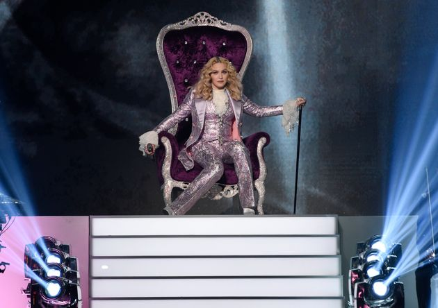 Tρέχει την Μαντόνα στα δικαστήρια γιατί άλλαξε την ώρα στην συναυλία