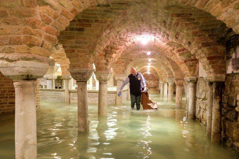 La cripta inundada de la Basílica de San Marcos,