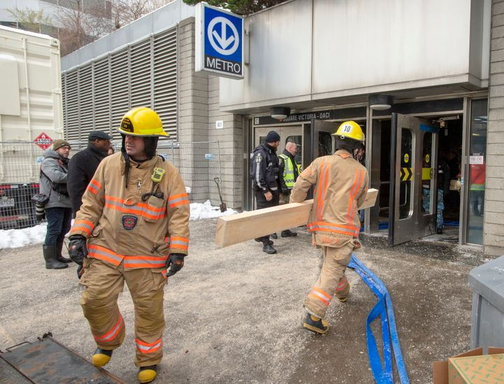 Des pompiers et des employés des travaux publics de la Ville de Montréal ont été déployés sur le terrain.